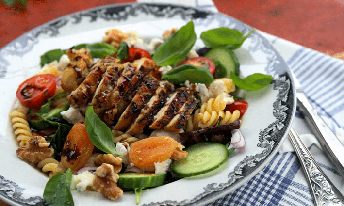 Grillattua kanaa Chèvre- pastasalaatilla